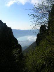 Il lago di Annone visto dal canalone Belasa