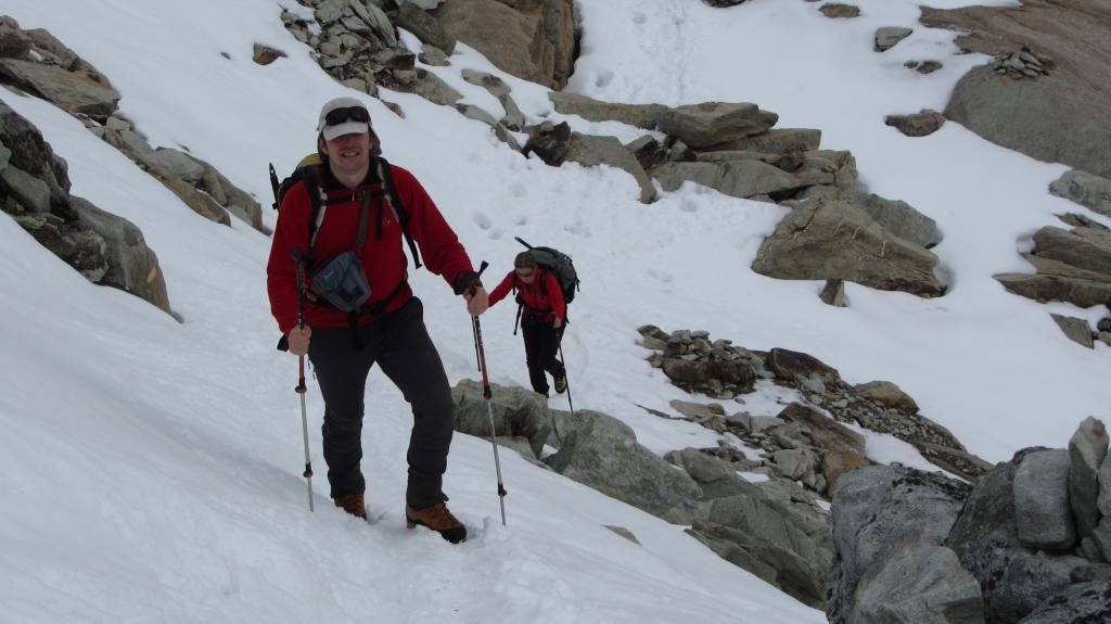 risalendo un nevaietto ripido a quota 2850 m. (1-11-2013)