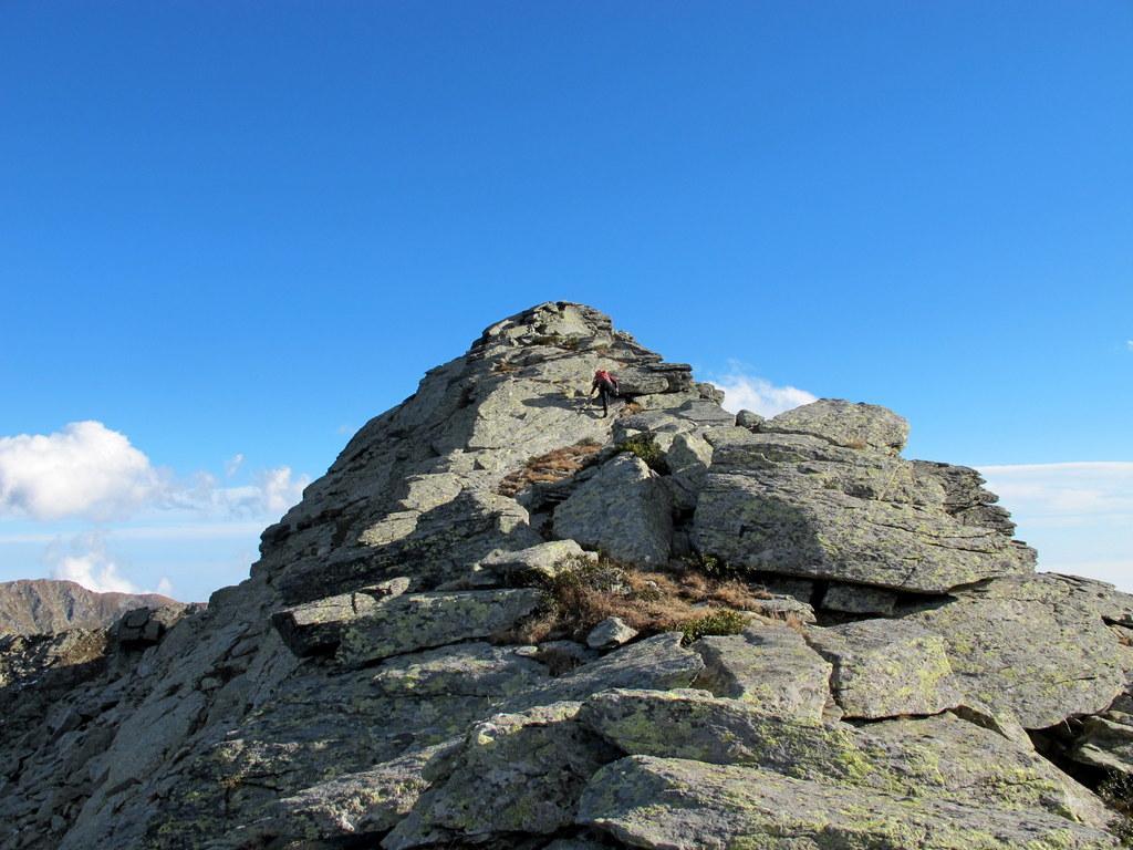 Risalendo per cresta alla Vallera Occidentale
