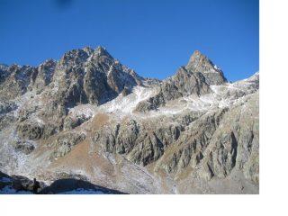 La Cime Lusiere, e a sx il M.Chamineyes viste da pressi del Lac Noir..