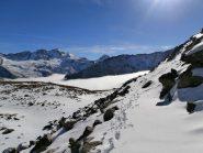 verso il colle di Sort...neve marcia e pietraie....bisogna stare molto attenti ai buchi...