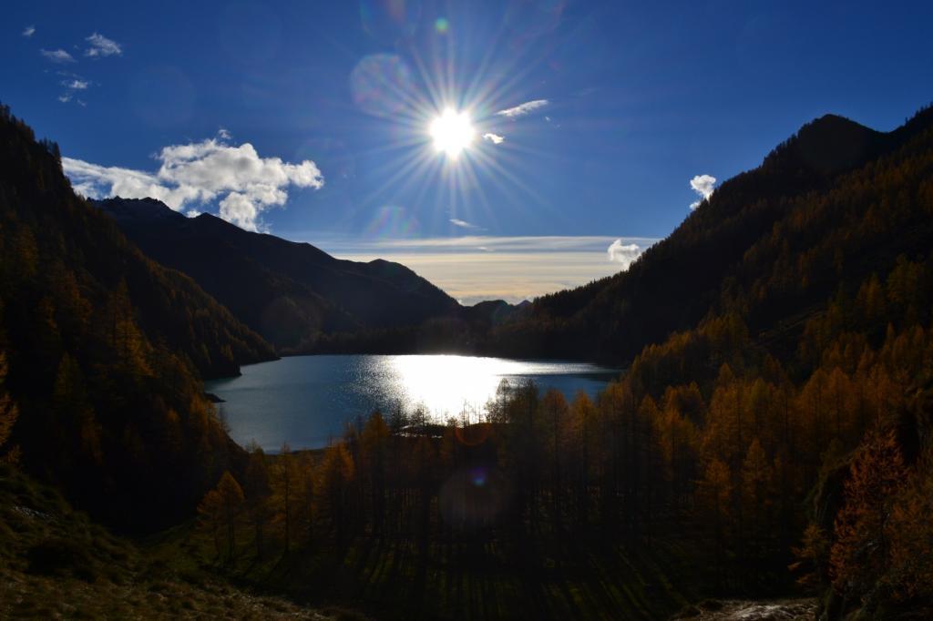il Lago dei Cavalli nella luce del mattino