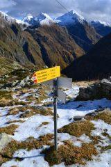 indicazioni al rifugio per il Passo d'Andolla e per la Cima Dora
