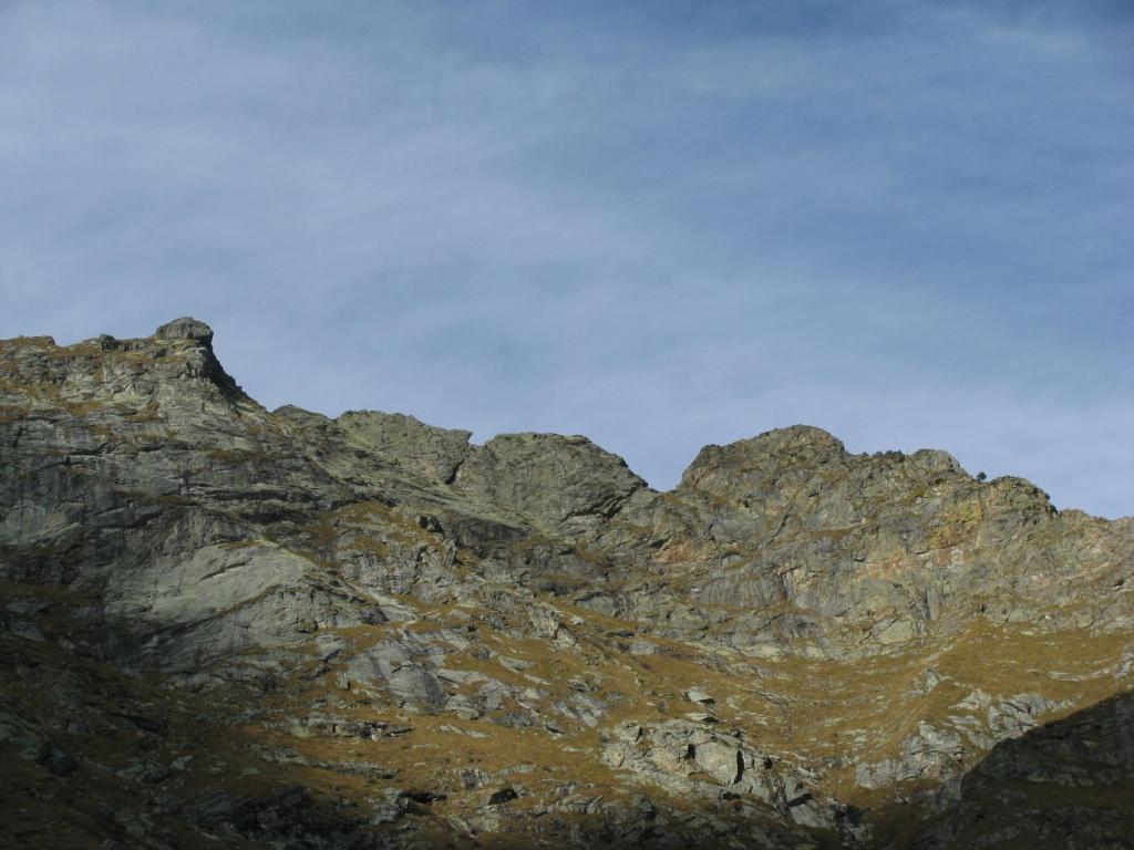 La bella forma della cresta rocciosa tra il Corno e la Cima Battaglia