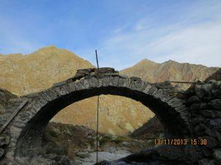 Ponte romanico del Lion di Brosso, molto malandato e trascurato