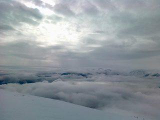 ..oggi in cima, tra nuvole alte e nuvole basse..