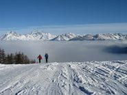 Salendo con mare di nuvole sulla Valle