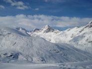 Il fascino delle montagne ricoperte di neve