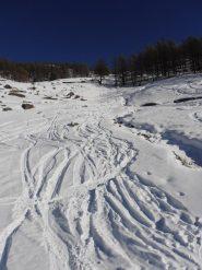 08 - agli alpeggi Rocher la quantità di neve è al minimo per poter sciare senza devastare gli sci