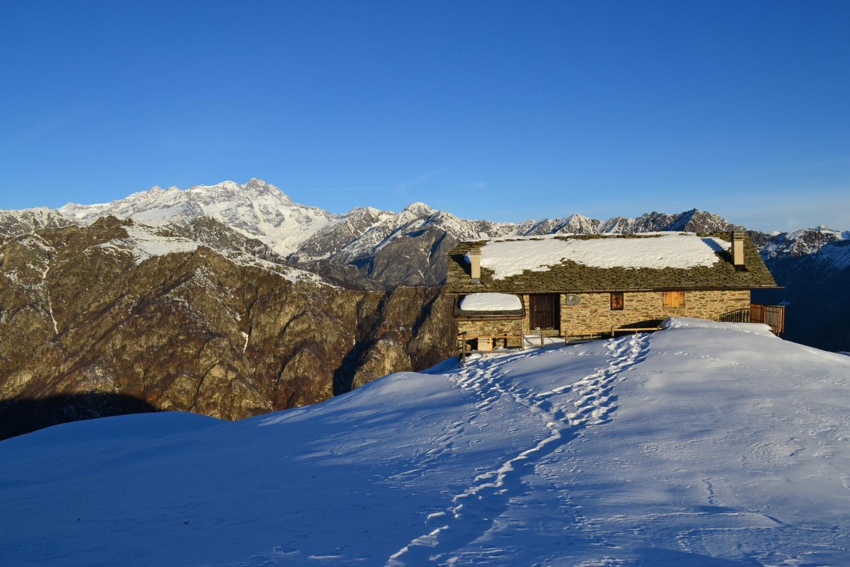 Alpe Pizzo (1704 m). Sullo sfondo il Rosa