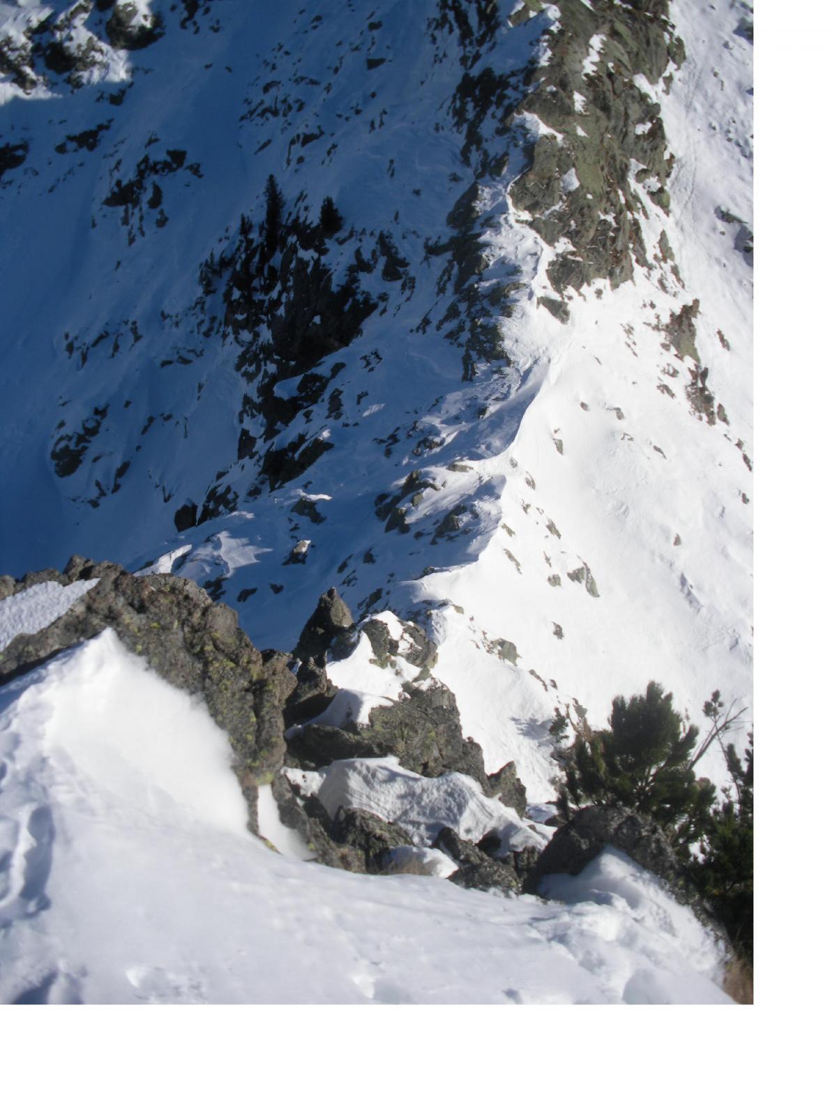 Il colletto dalla cresta che porta alla quota 2298m..