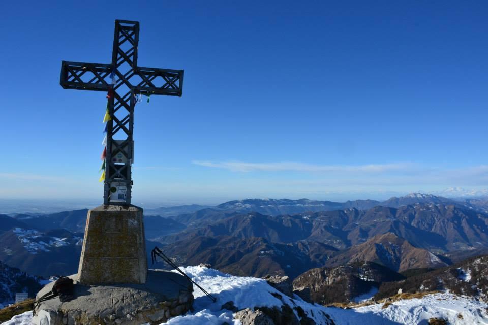 Croce di vetta del Monte Alben 2019m