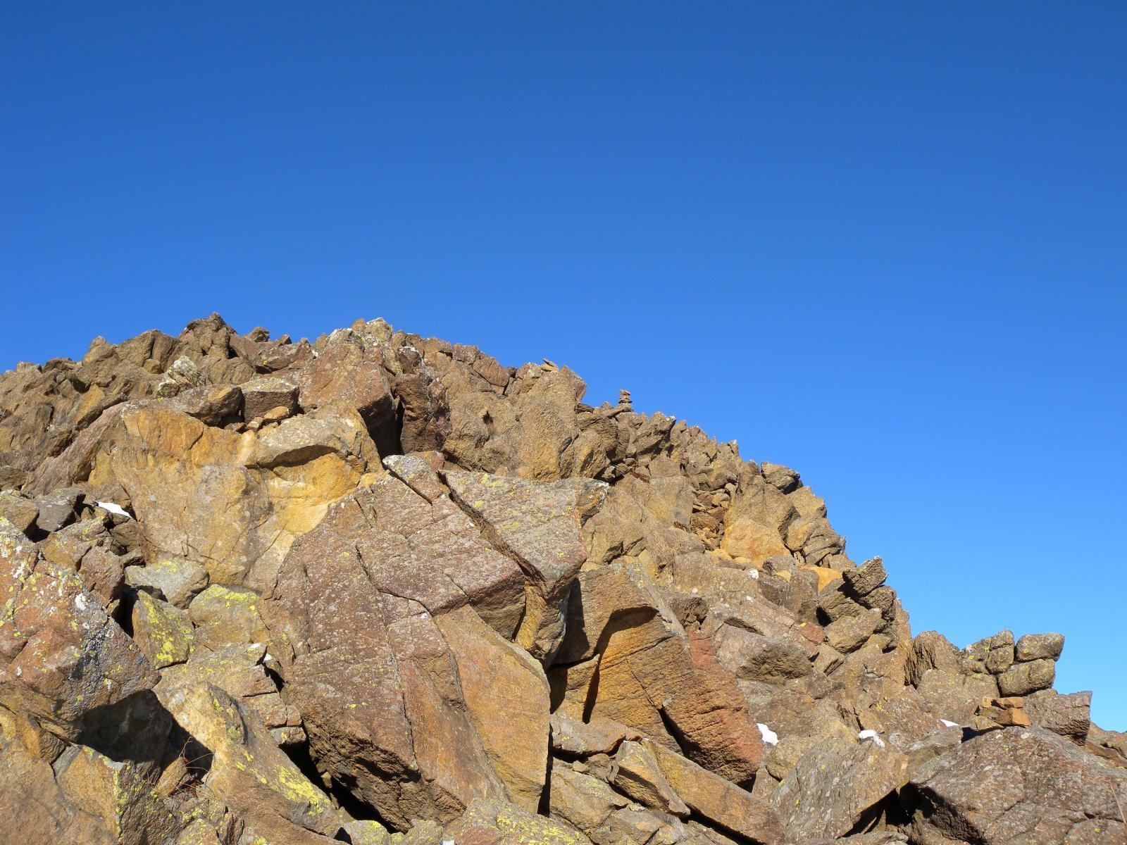 roccette per raggiungere la cresta