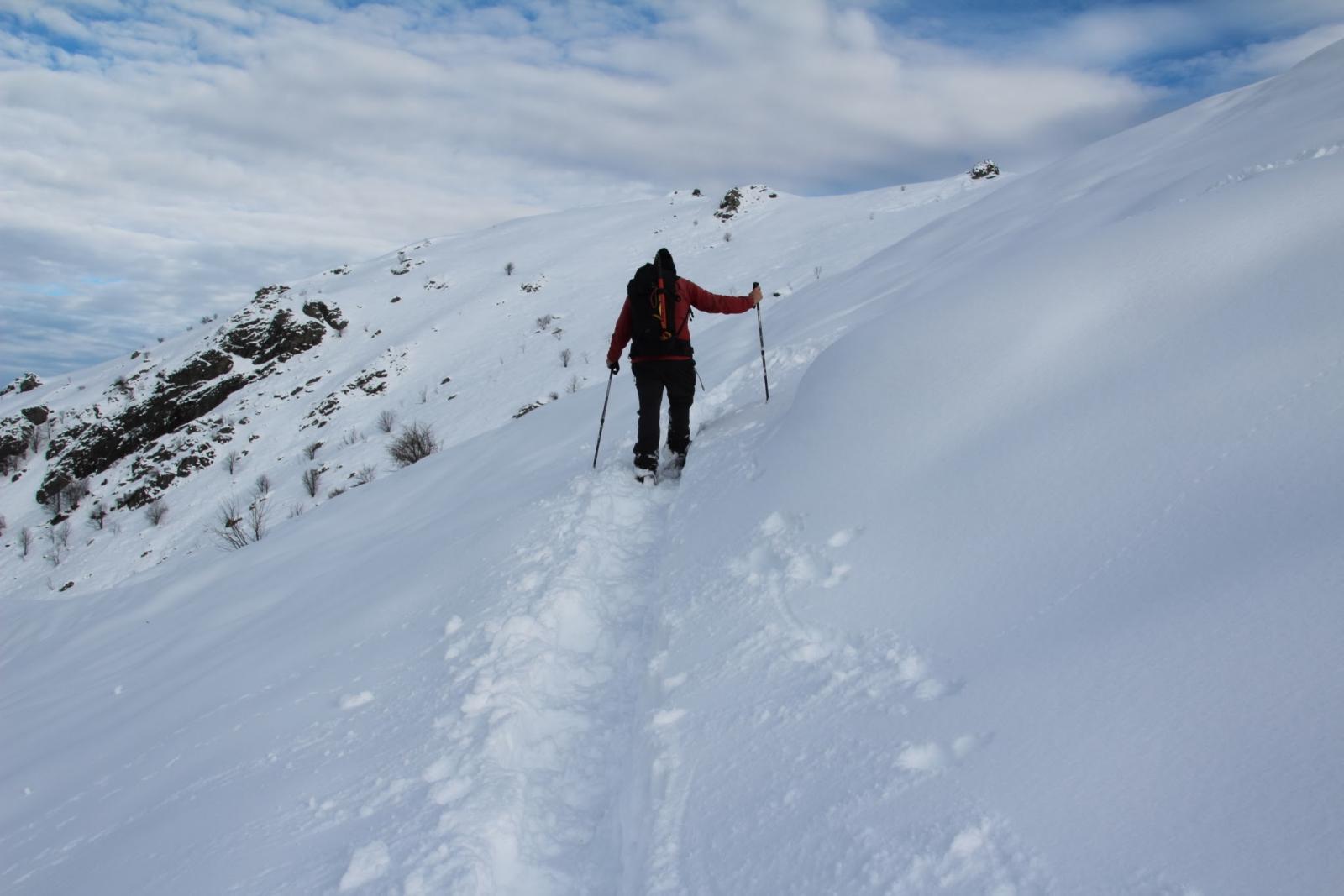 Maurizio avanza faticosamente nella parte alta del versante Ovest della Gardiola