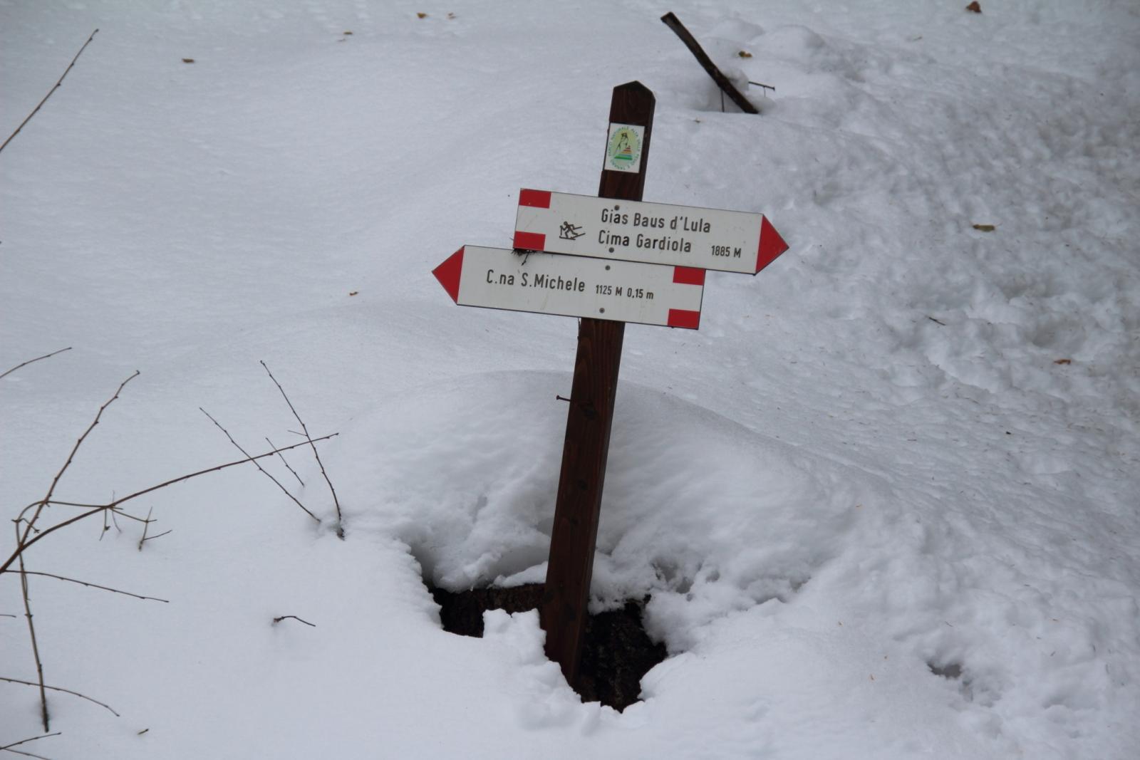 secondo bivio incontrato con cartelli indicatori (21-12-2013)