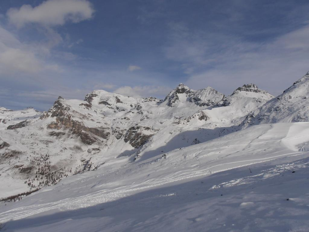 04 - Verso Monte Roisetta e Grand Tournalin, ampie zone senza neve alle pendici della Becca d'Aran