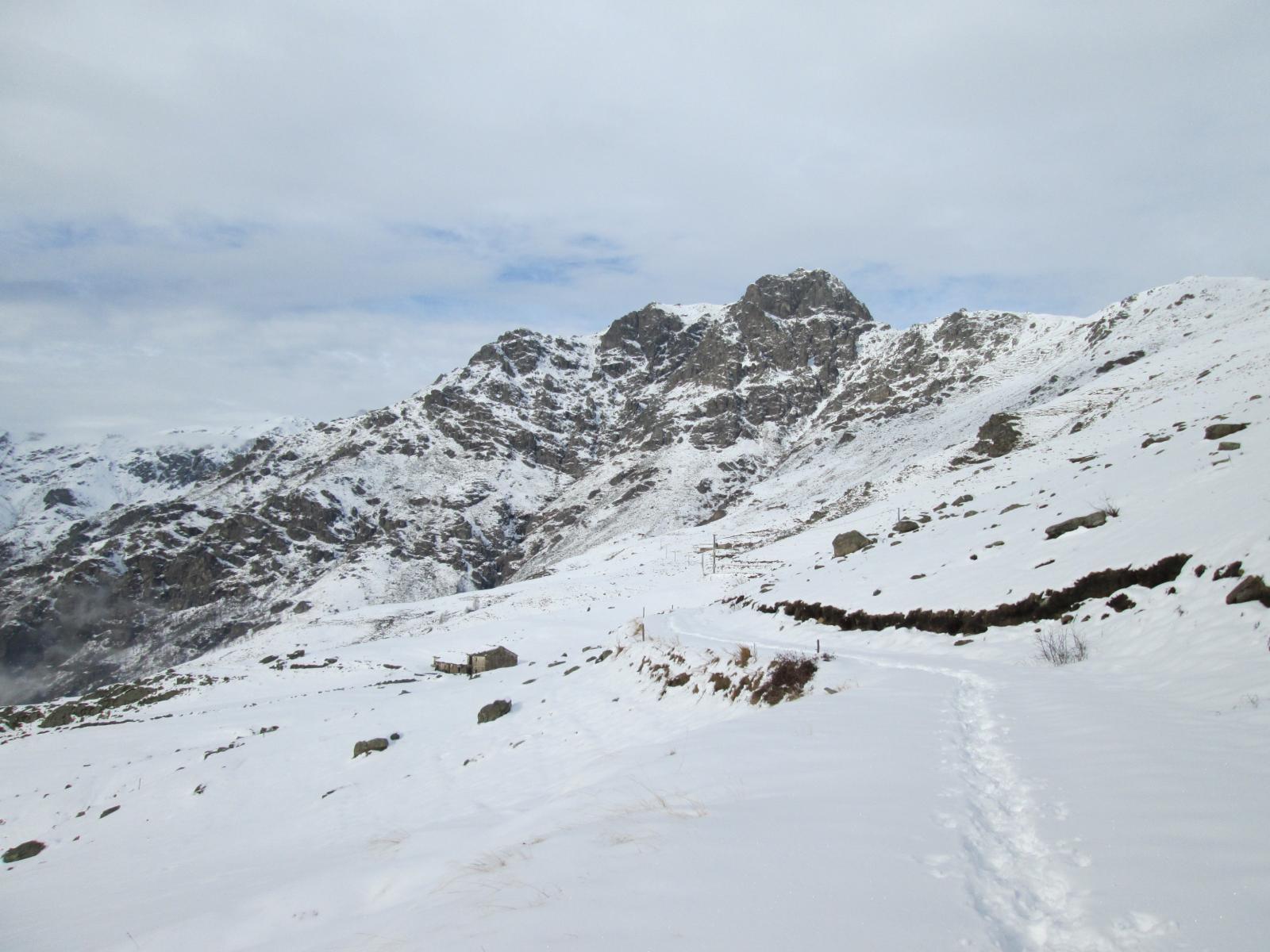 Salendo sulla strada verso Alpe Muanda