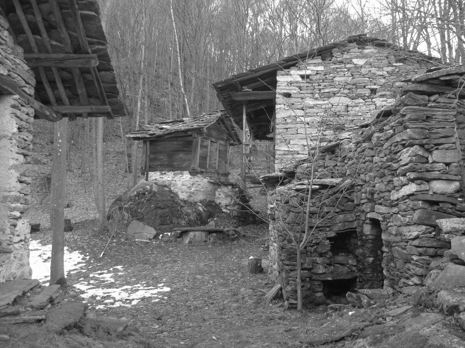 Borgo di Pasqualone, in bianco e nero