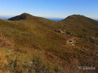Castellaro e Bignone visti dal sentiero sul fianco est del Pisciavino