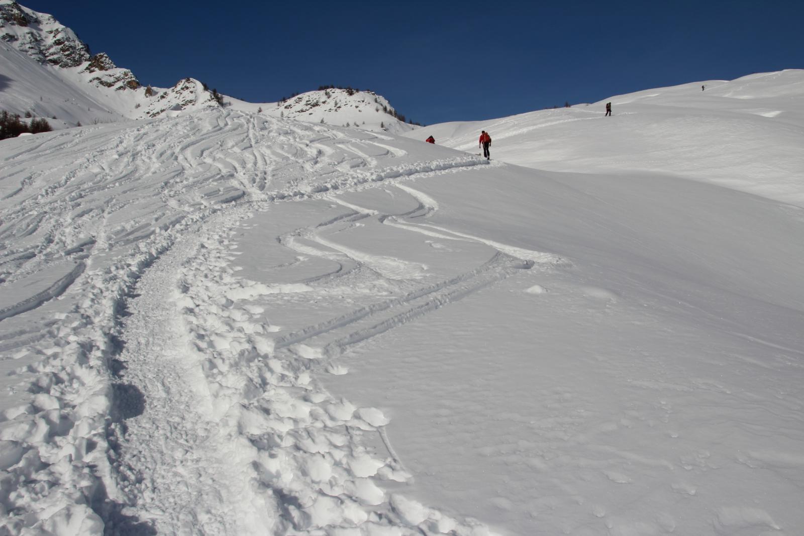seguendo l'ottima traccia esistente nel vallone Ciarbonet