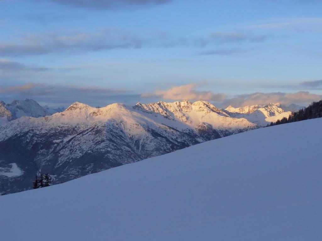 01 - tramonto su Becca di Viou e monte Faroma