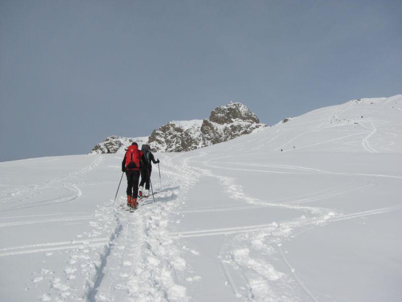 tanti scialpinisti sul percorso