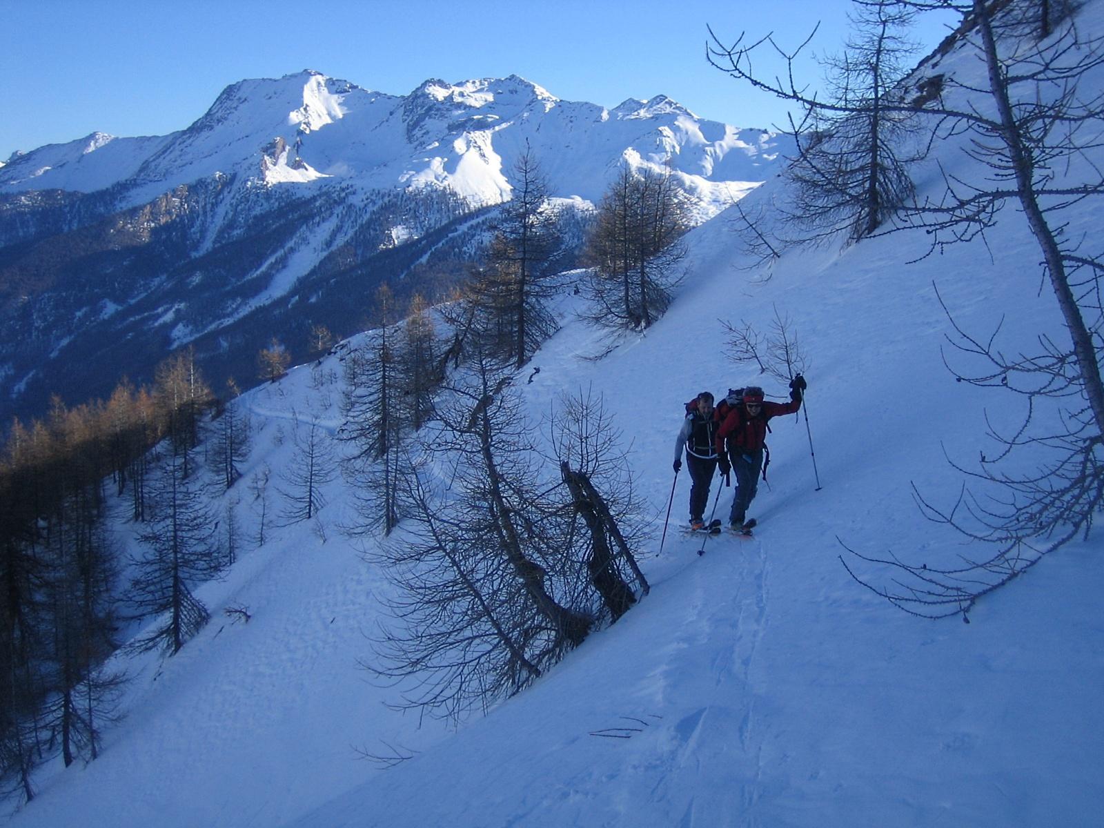 traverso sotto la parte della cresta con poca neve