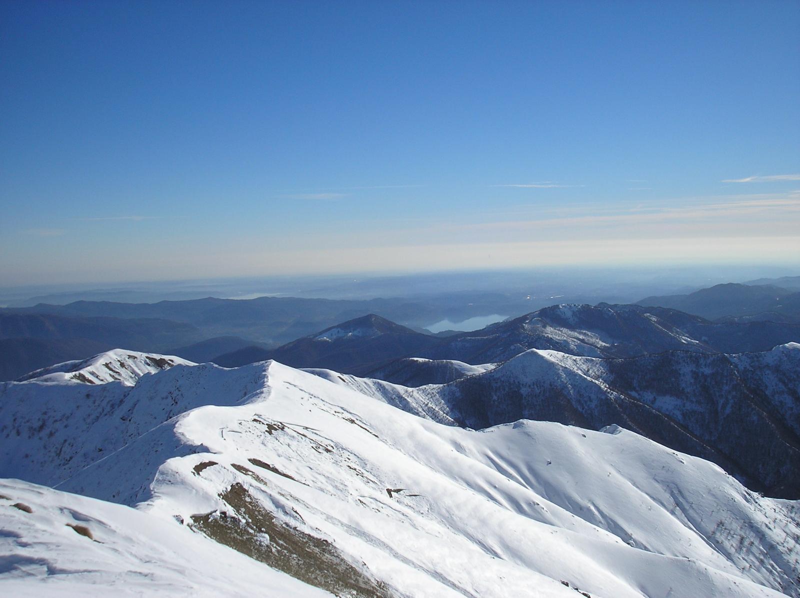 la dorsale verso il monte croce e il lago maggiore