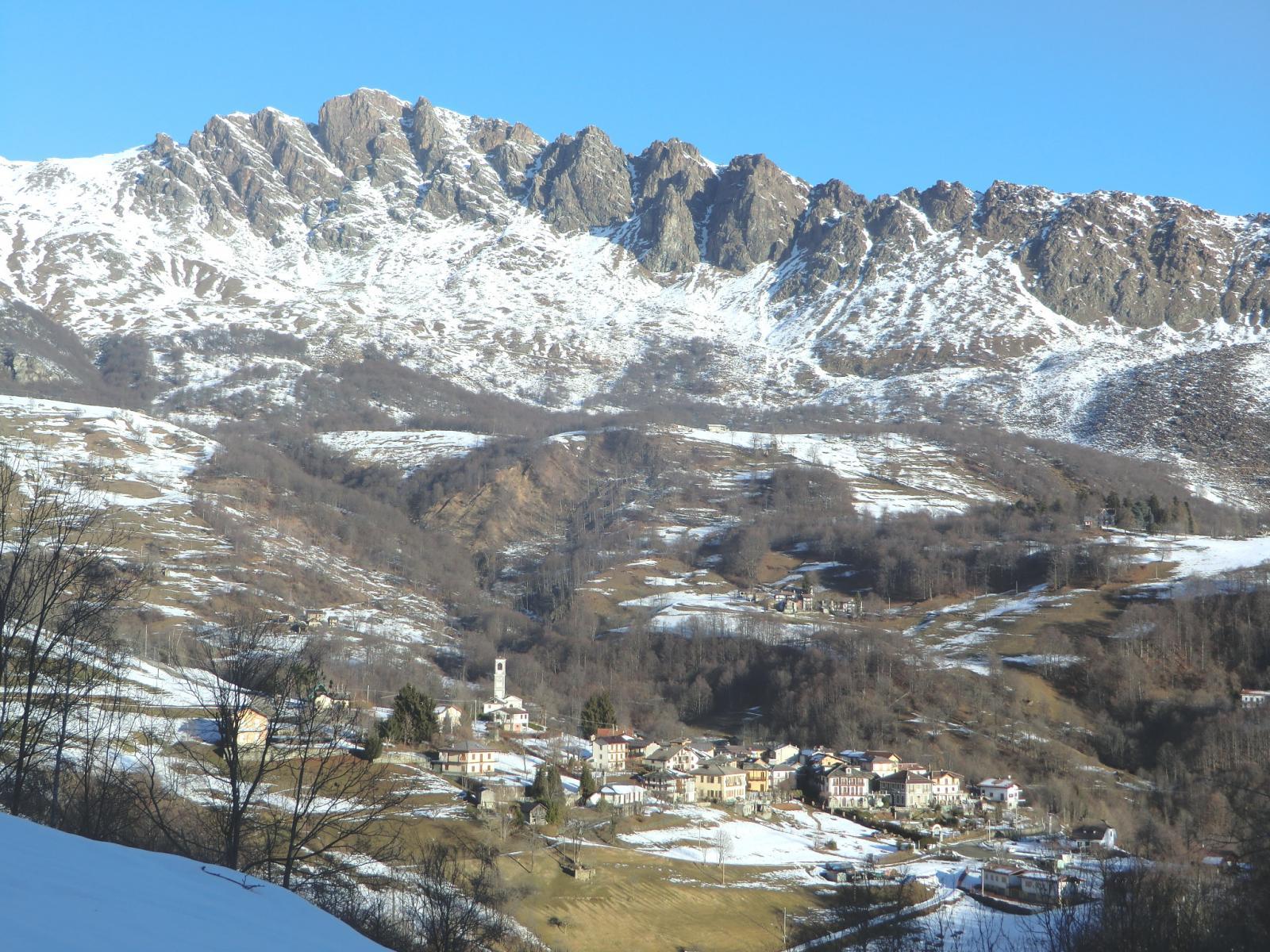 Veduta sui Tornetti; sfondo: Rocca Moross