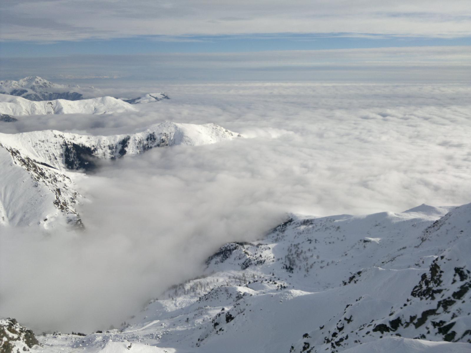 Vista del mare di nubi dall'Anticima del Mucrone