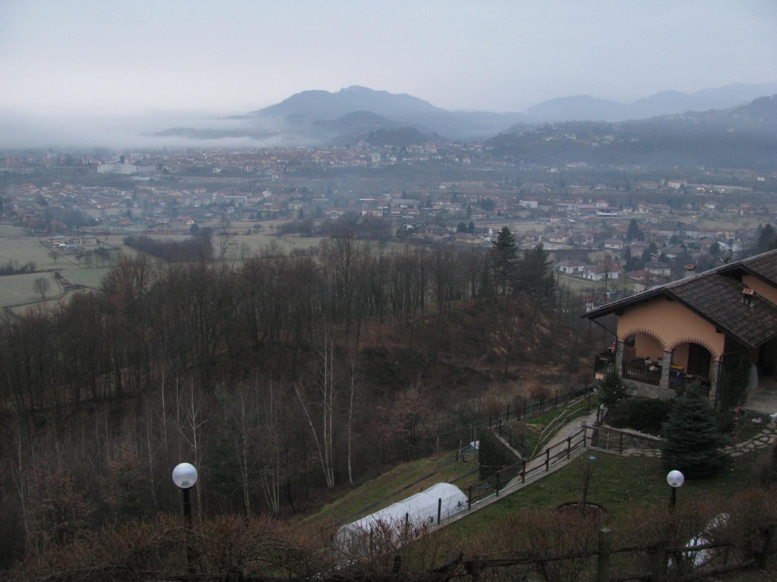 Dalla strada x Nava, panorama su Cuorgnè e la collina di Belmonte