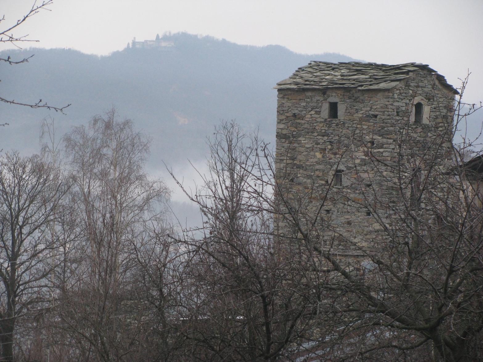 Zoom su Torre Meggi e Santuario di Belmonte