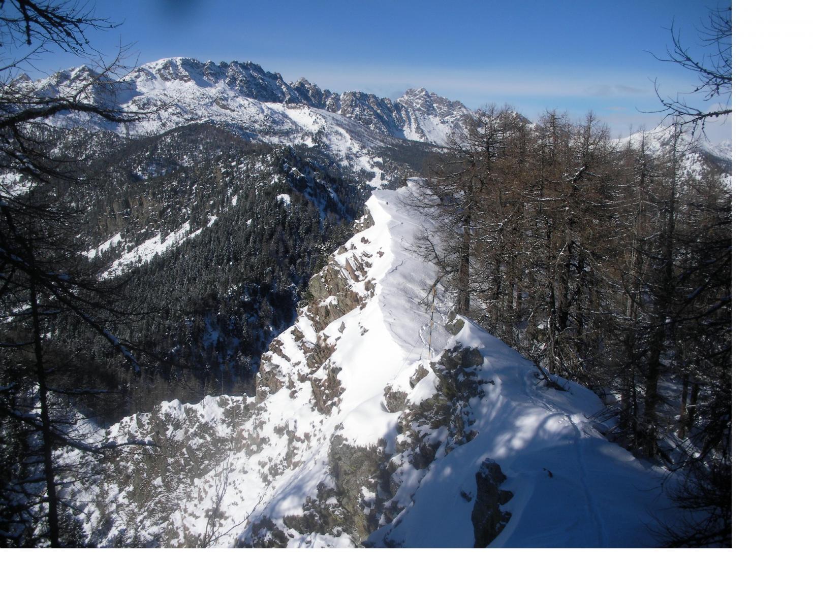 Dai pressi della vetta verso la cima Piana e il M.Grimon