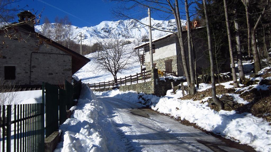 Tratti di strada dove la neve scarseggia...