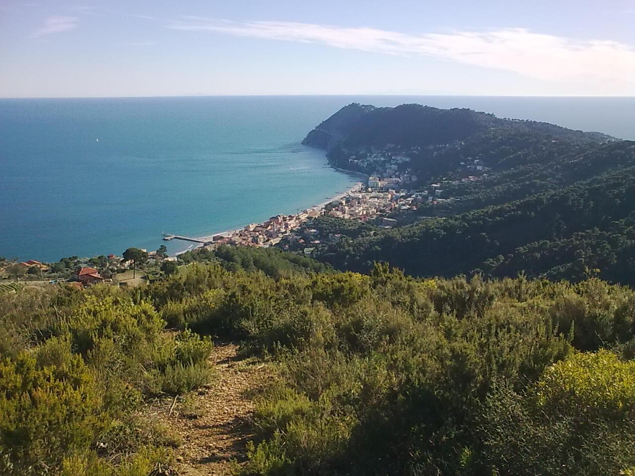 Semaforo di Capo Mele - Castello di Andora da Laigueglia 2014-01-25