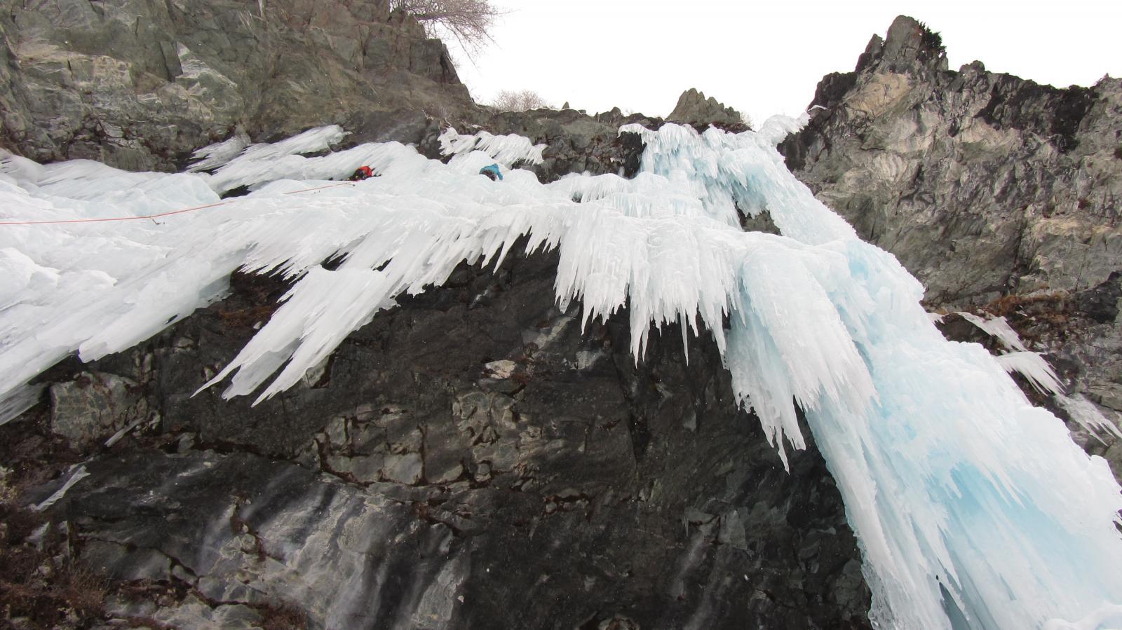 Uno sguardo alla cascata dalla base