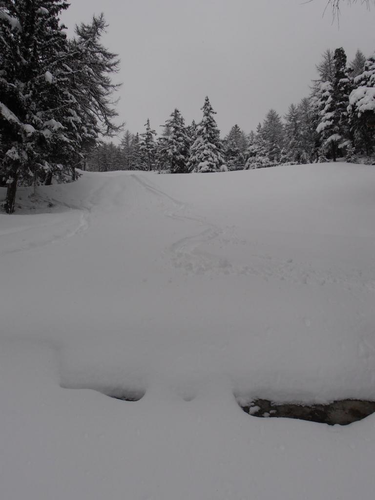 05 - Lungo la pista attenzione ai muretti, se non ben coperti dalla neve sono alti e ripidi