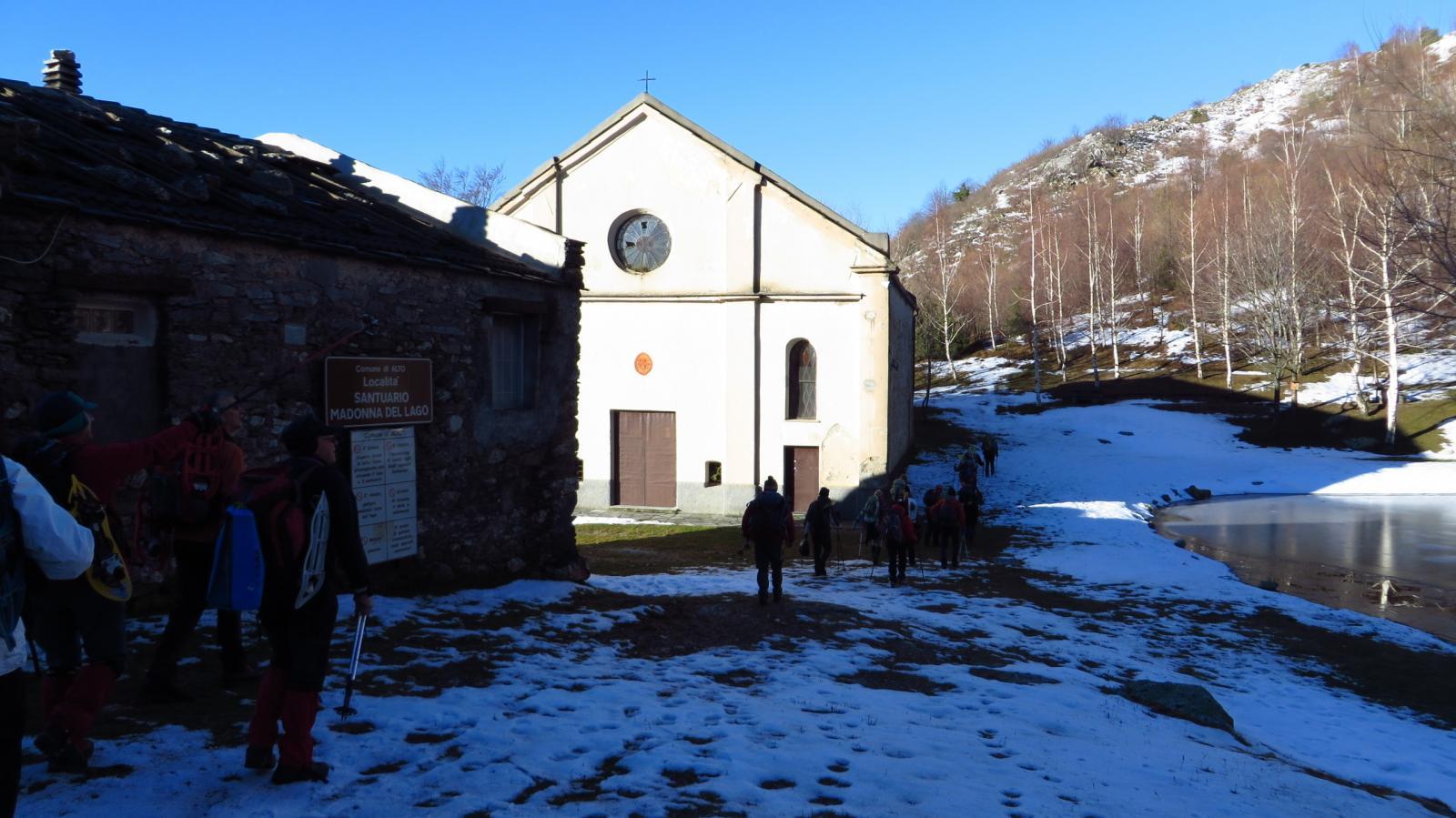 passando dalla chiesetta di Madonna del Lago