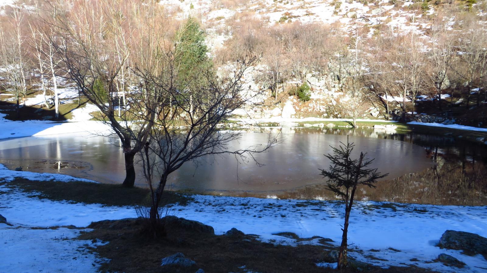 il laghetto nei pressi della chiesetta di Madonna del Lago