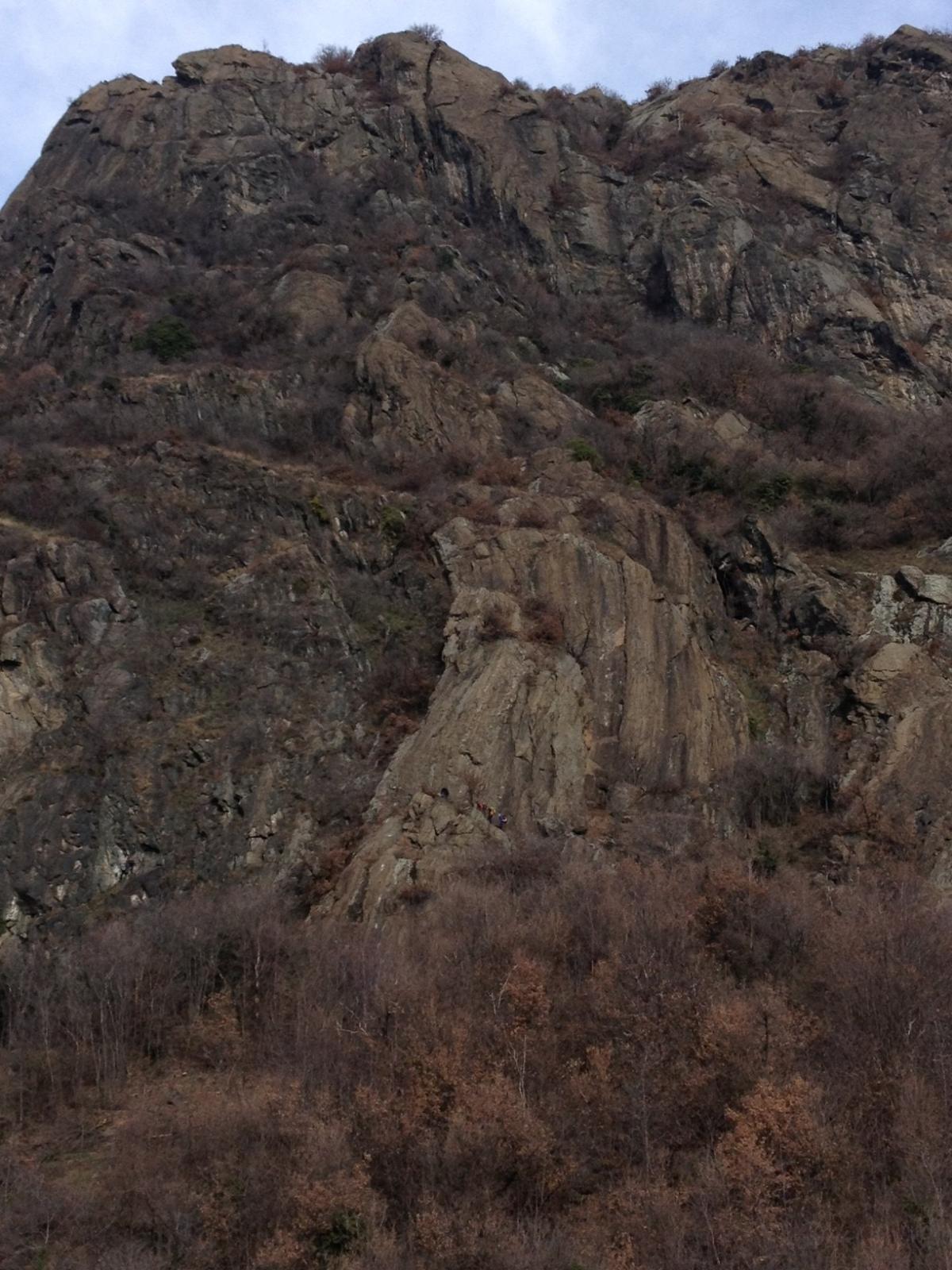 La parete della via, al centro della foto