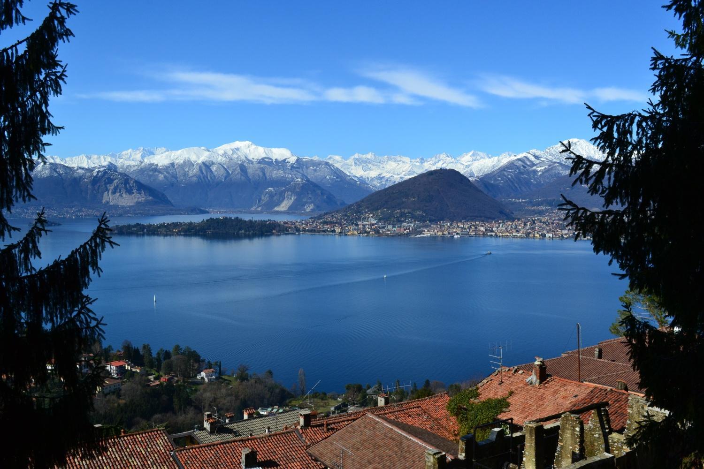 panorama sul lago scendendo a Laveno