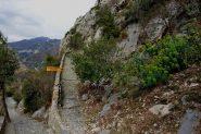 la ripida rampa finale verso Santa Lucia e sotto quella che va alle grotte