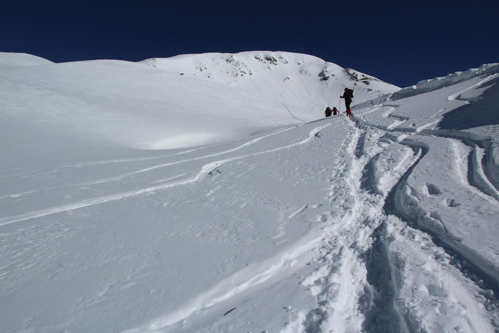 salendo nella conca che porta verso l'inizio della cresta Ovest del Tochuhorn