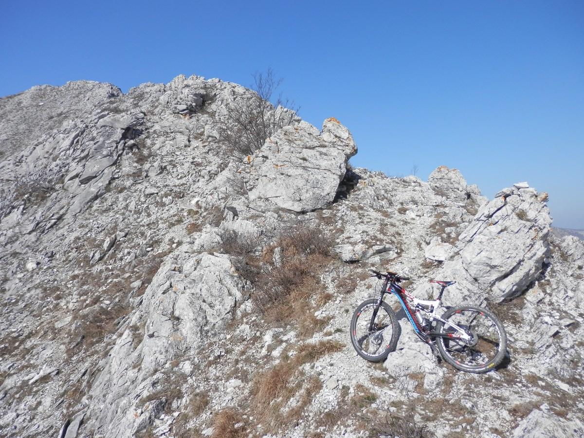 Carmo del Finale (Monte) traversata da Verzi per il Colle Melogno, discesa per le vie sacre 2014-03-14