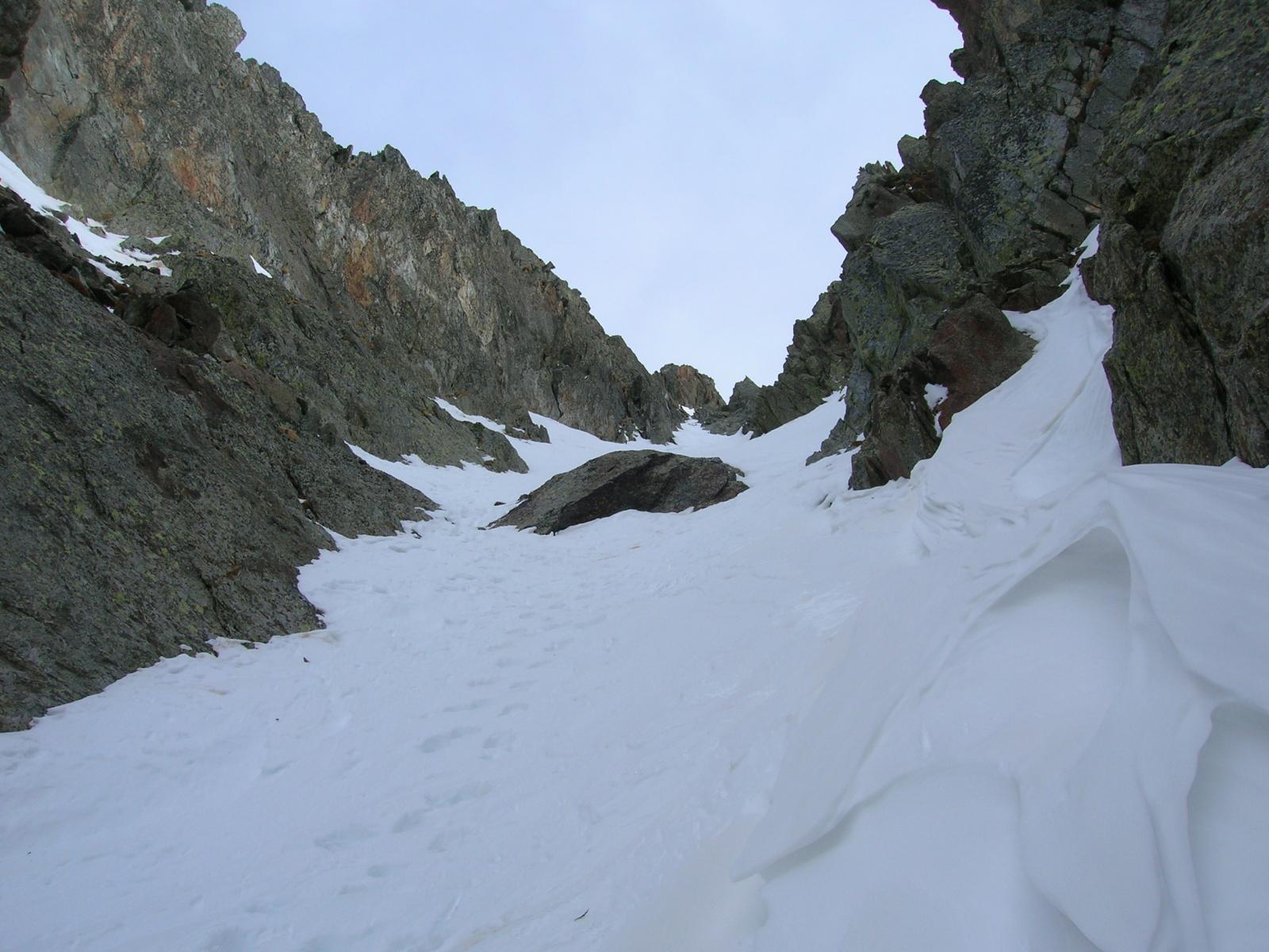 Sguardo verso la strettoia da dove si ricalzano gli sci