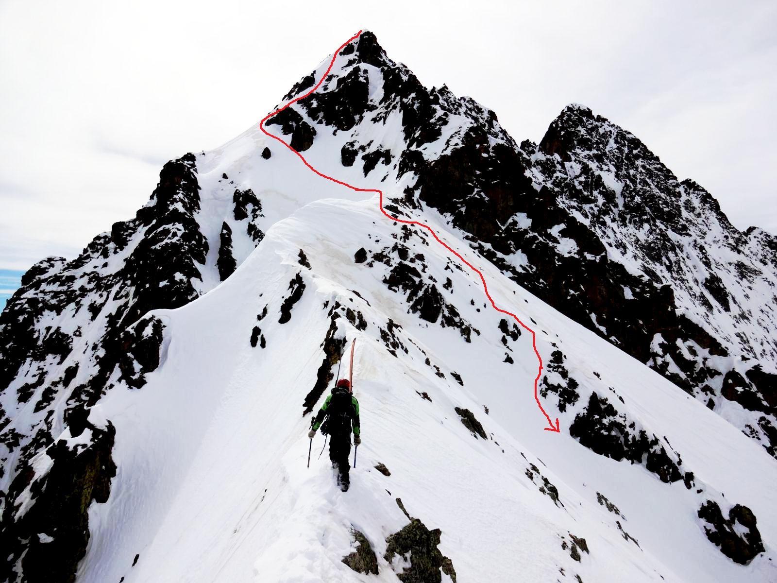 in salita,  l'aerea parte sommitale, con tratto sul lato sud, in rosso la linea discesa