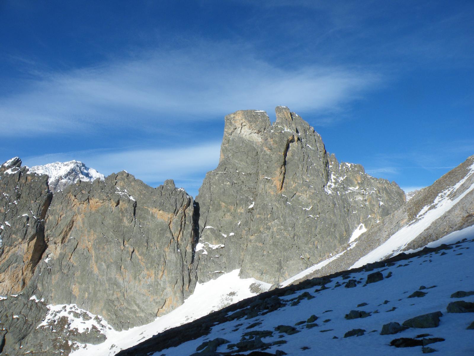 rocca castello e torre castello dominano la salita
