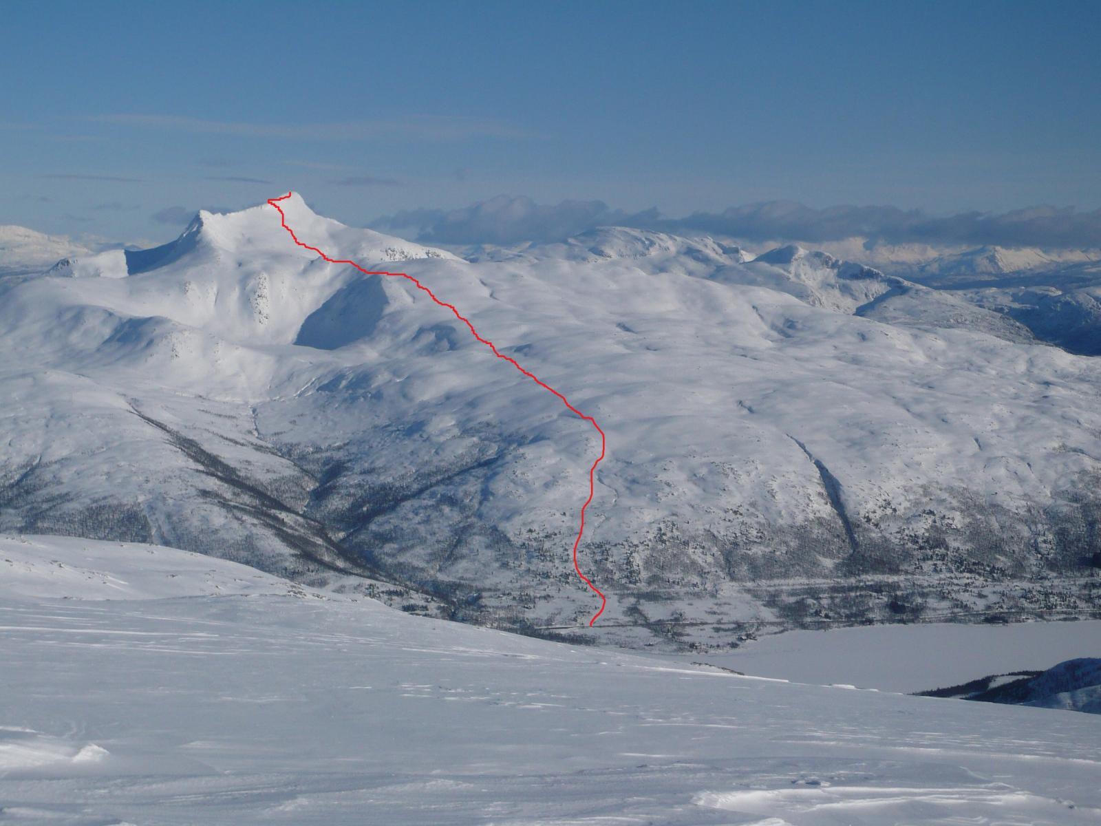 Strandtinden visto dalla vetta del Middags-fjellet