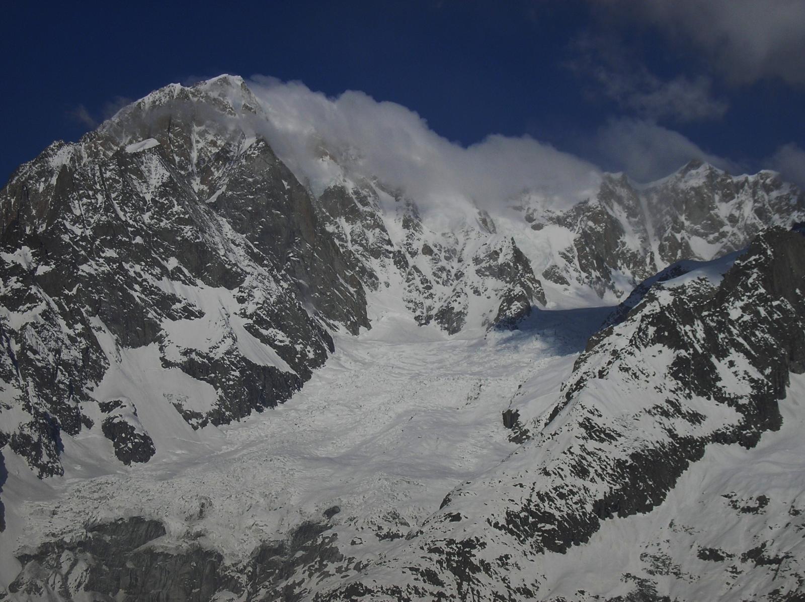 cima del bianco e ghiacciaio della brenva