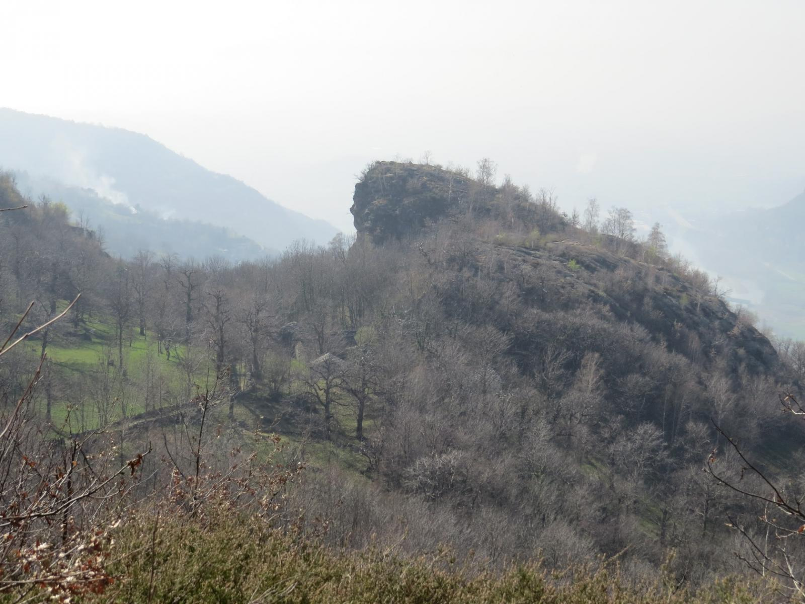 Dal sentiero verso Chiaverina, zoom sul Monte Guarda